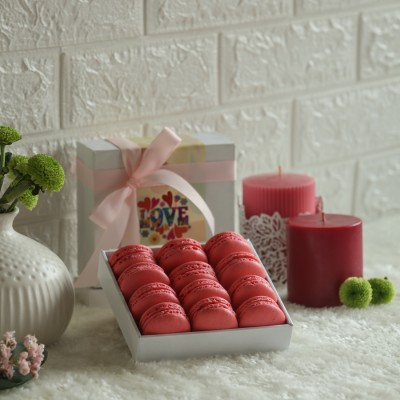 Box of 12 Rose Macarons(Contains egg)