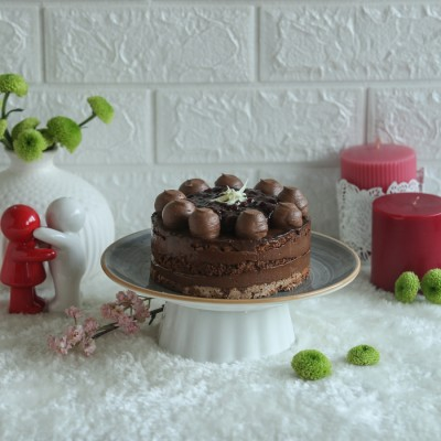 Raspberry Dacquoise Cake 500gms (Contains Egg)