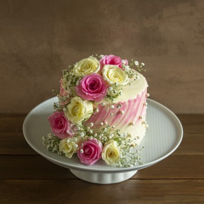 Vanilla  Cake  with French Vanilla Butter Cream 750gms  with Pink And White Roses