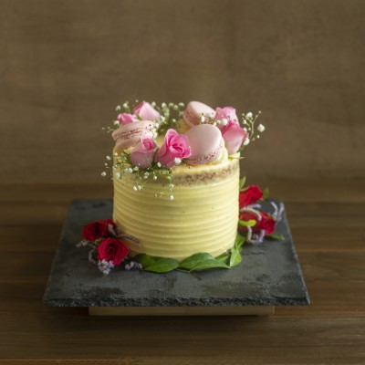 Toffee Caramel with French Vanilla  Buttercream fresh pink roses and macarons 800gms