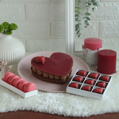 Chocolate Torte -500gms with box of 9 pralines and box of 5 macarons