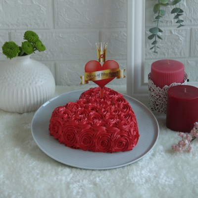 Heart Red Swirls cake with Queen of my heart topper