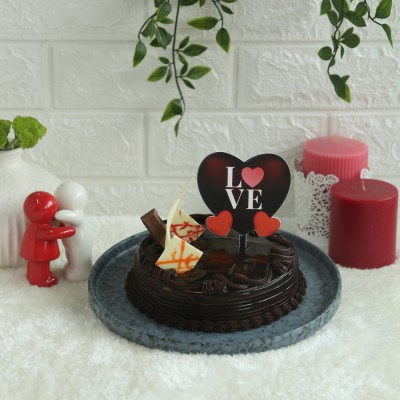 Chocolate KitKat cake 500gms with Love hearts Topper