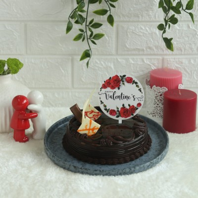 Chocolate KitKat cake 500gms with valentines Topper