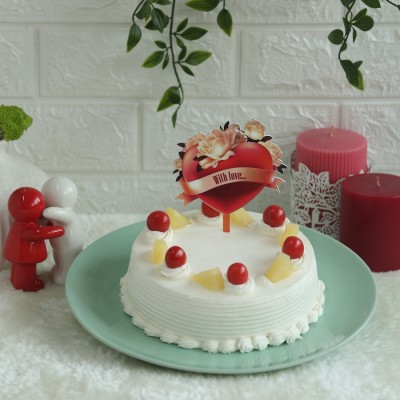 Pineapple Cake with  With love hearts topper