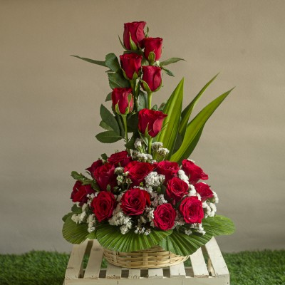 Arrangement of 20 roses with leaves in a Basket