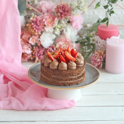 Strawberry Dacquoise Cake 500gms (Contains Egg)