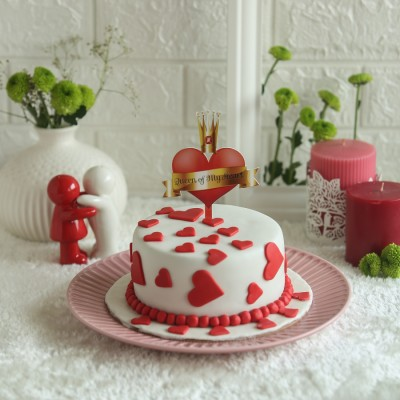 Red hearts cake 750gms with queen of my heart topper