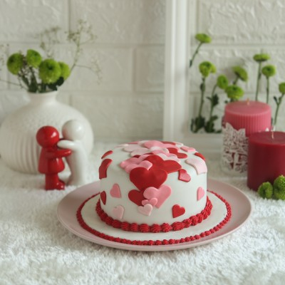 Red and Pink Hearts Cake 750gms