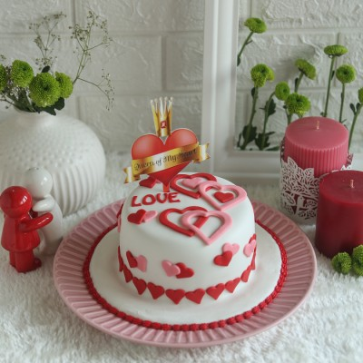 Valentines Day Love Hearts Cake 750gmswith Queen Of my heart topper