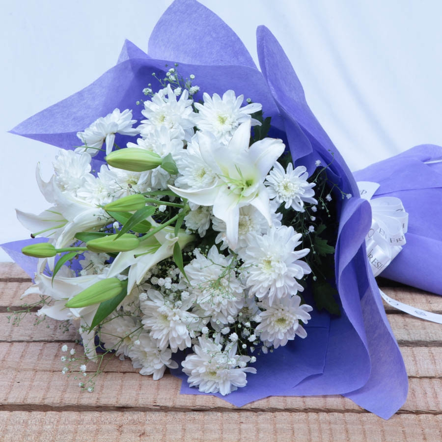 Gorgeously Bridal ( lillies and white fowers)
