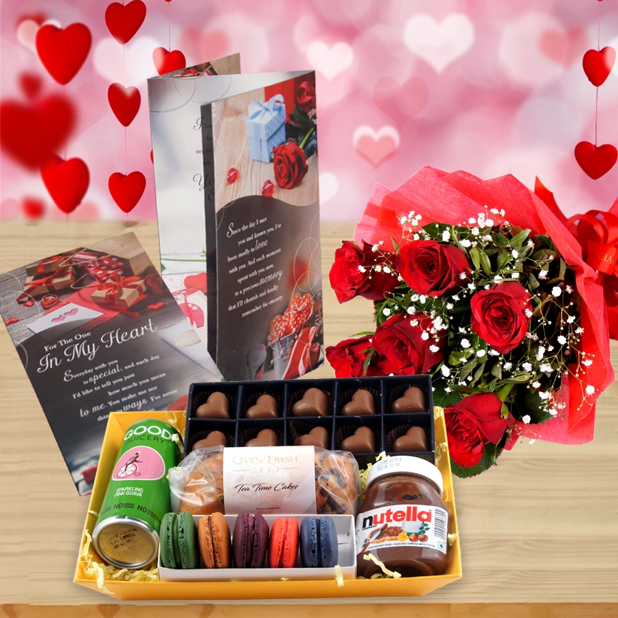 Valentines Day GT 002  with Card and a bouquet  of 6 Roses