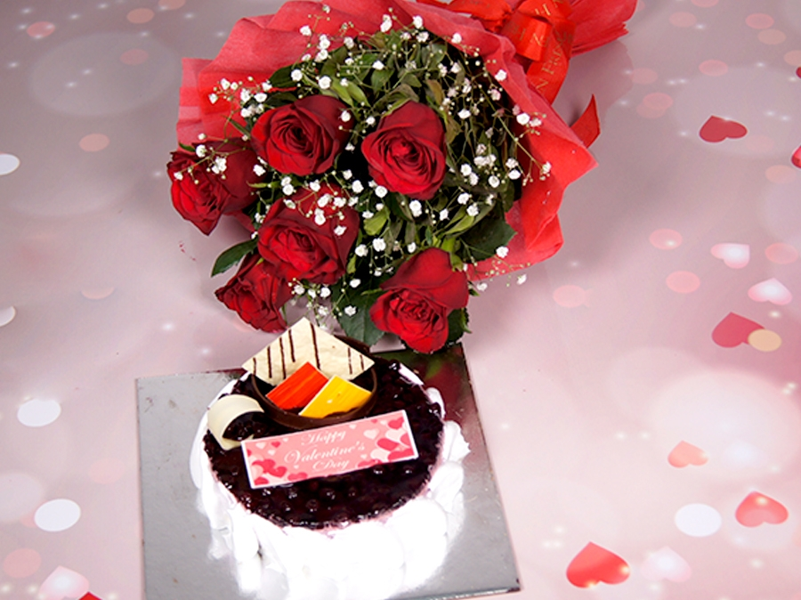 Valetine's day Blueberry Cheese cake 500gms and bouquet of 6 Red Roses