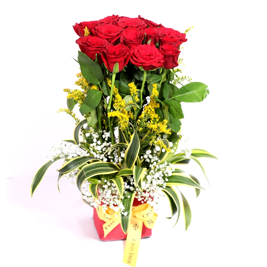 Loads of Romance (vase of 15 red roses)