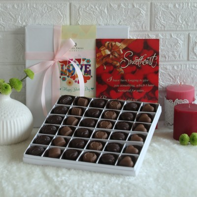 Valentine's day box of 36 pralines and valentines day card